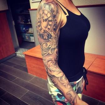 Tattoo met klok sleeve