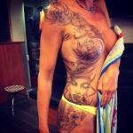 Vrouwelijke tattoo lichaam